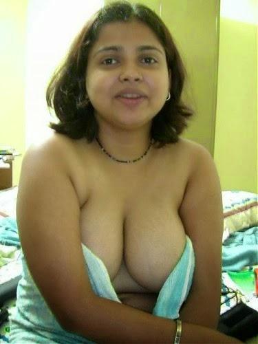 Bombay Huge Breasts Bhabhi Barna Nude posing And Sucking Cock After Fucking Hard