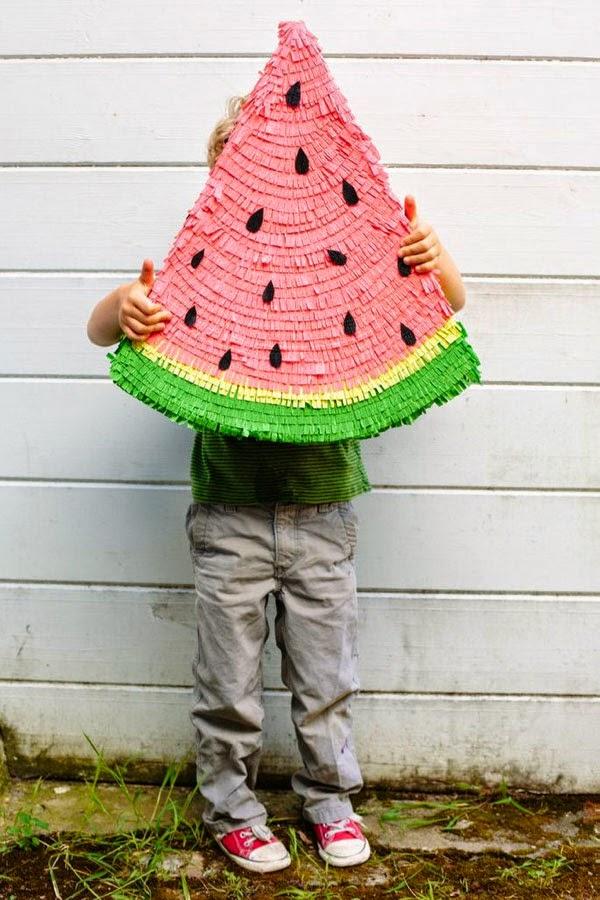 Piñata con forma de sandia
