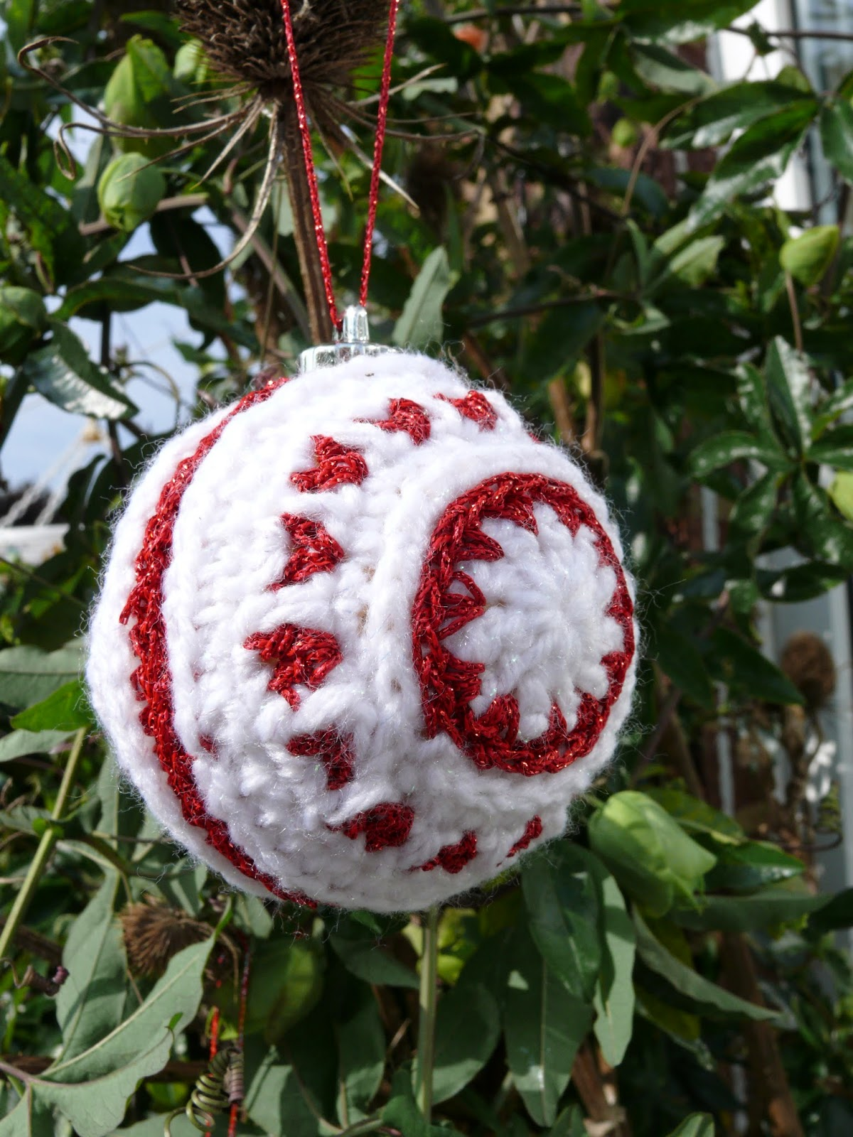 Free Crochet Pattern Christmas Bauble : String Theory Crochet: Free Nordic style Christmas bauble ...