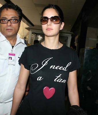 katrina kaif black tshirt