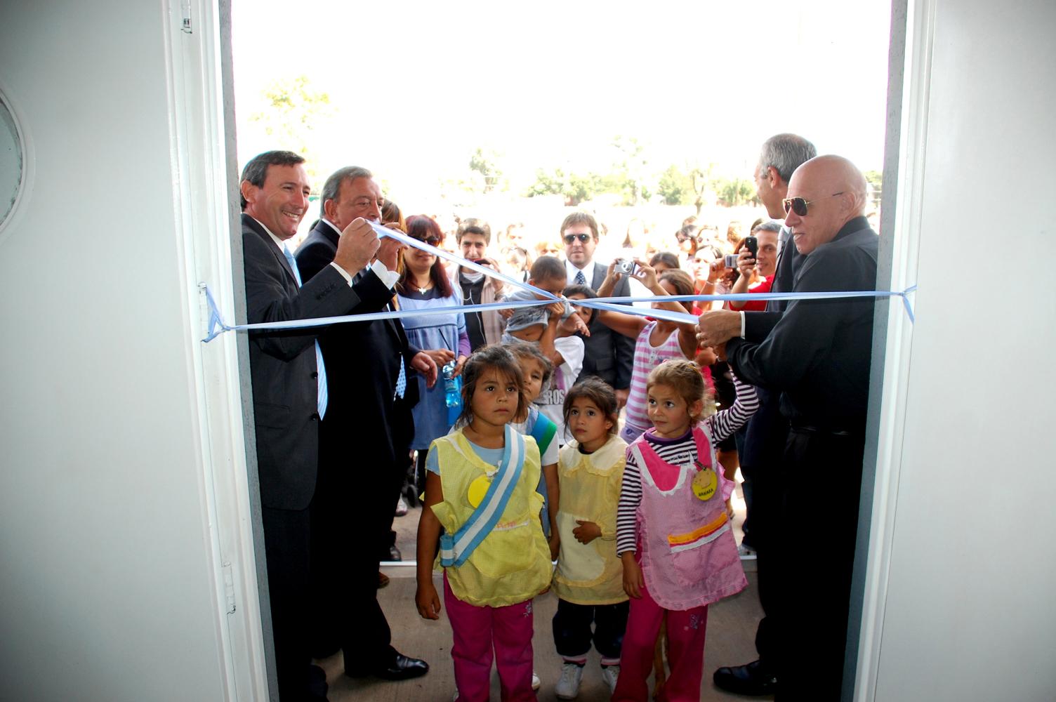 Pol tica y salud inauguraci n del centro de salud del barrio san alejo en pilar - Centro de salud barrio del pilar ...
