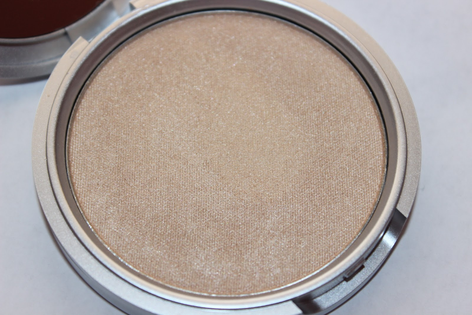 Review: The Balm Mary Lou Manizer Highlighter