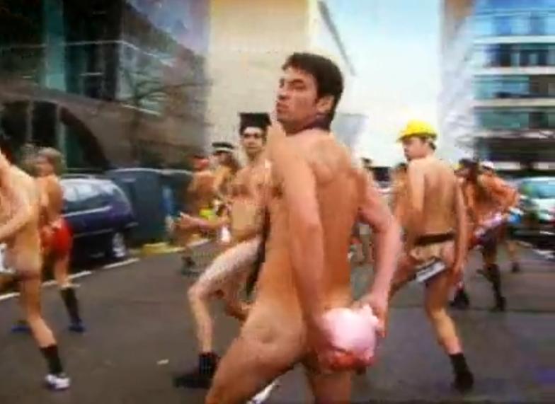 De Ahora Caigo Donde Aparece Desnudo En Un Programa Cuatro