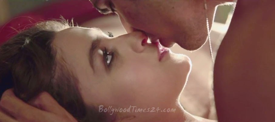 Alia Bhatt and Varun Dhawan Hot kissing Photos,Bed Scene,Photo Shots