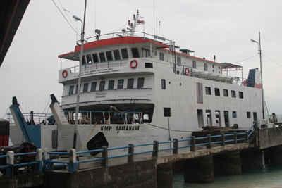 PT Angkutan Sungai Danau Penyeberangan (ASDP) Indonesia Ferry Cabang Ambon menyiapkan sembilan kapal feri untuk melayani arus penumpang mudik Hari Raya Idul Fitri 1438 Hijriyah.