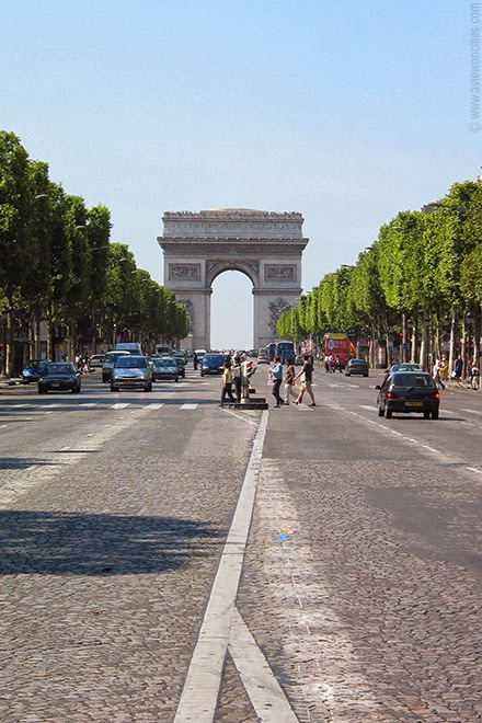 Arc-de-Triomphe-seen-from-Champs-Elysees