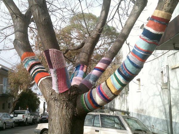 gardenique yarn bombing. Black Bedroom Furniture Sets. Home Design Ideas