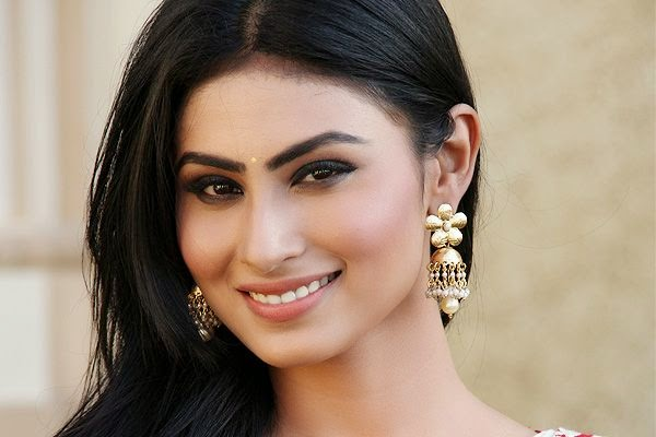 mouni roy cantik