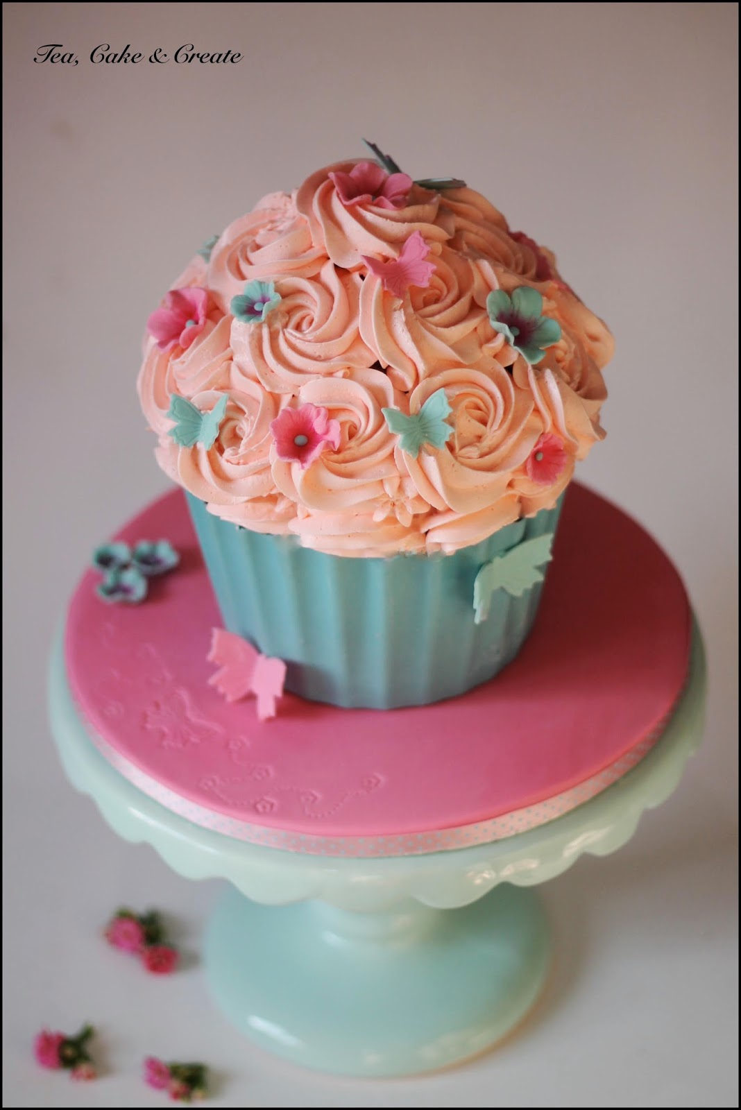 How to Cover a Giant Cupcake with Fondant