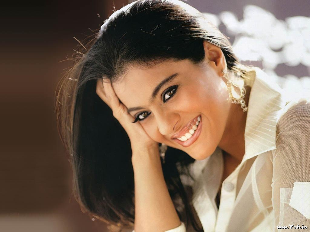 Kajol Bollywood Actress Wallpapers-SantaBanta-Hungama : Wallpapers of ...