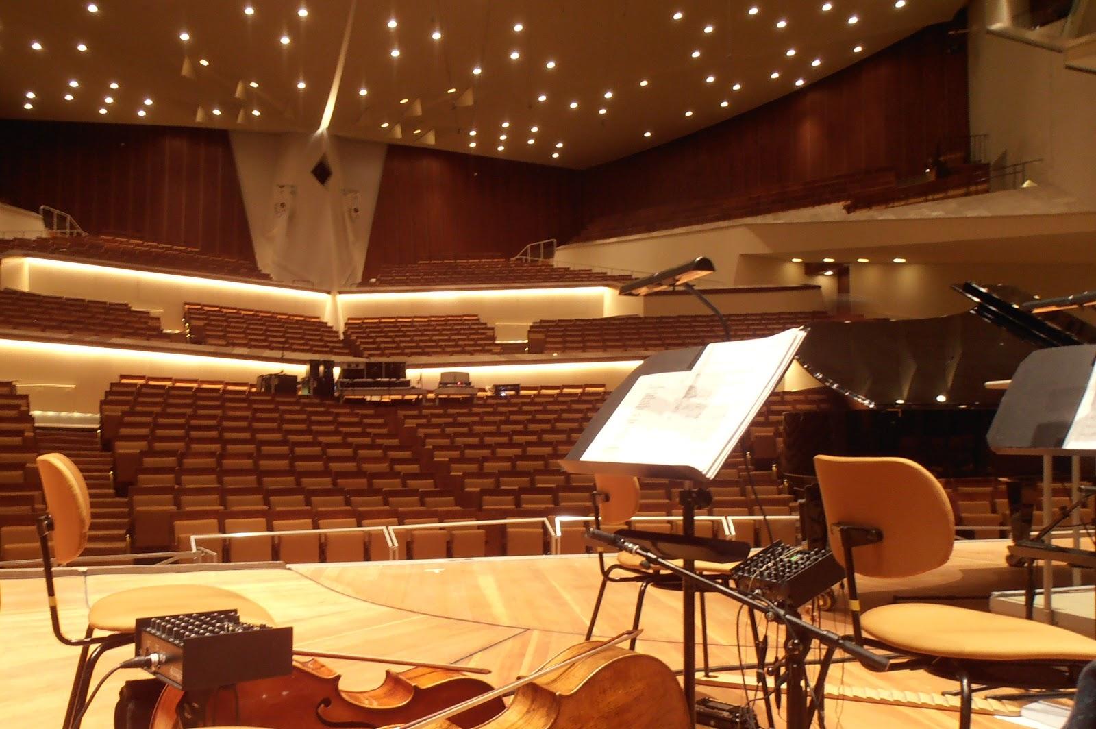 http://2.bp.blogspot.com/-OCLIaDDy08s/UH5vjZWsd3I/AAAAAAAAA14/ZuAkZvCN_nw/s1600/Grote+zaal++Philharmonie.jpg