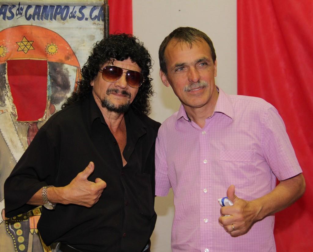 O artesão Etemilton Antônio da Silva e o Secretário de Cultura, Wanderley Peres