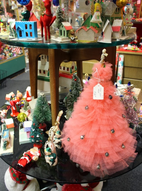 Vintage Christmas Display #vintage #shop #display