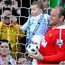 Rooney pide perdón en público a niño de nueve años por lastimarlo con el balón