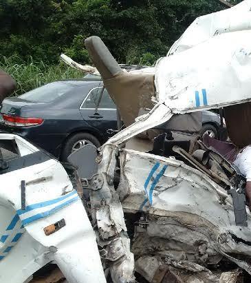 GRAPHIC PHOTOS ! Horrific accident on Lagos-Ibadan expressway .