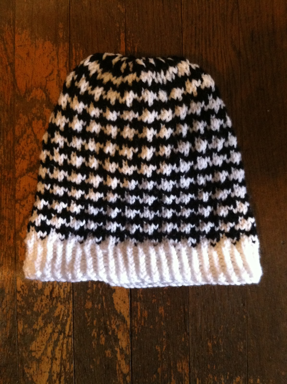 Houndstooth Knitting Pattern : Cats and Crafts: Knitted Houndstooth Hat
