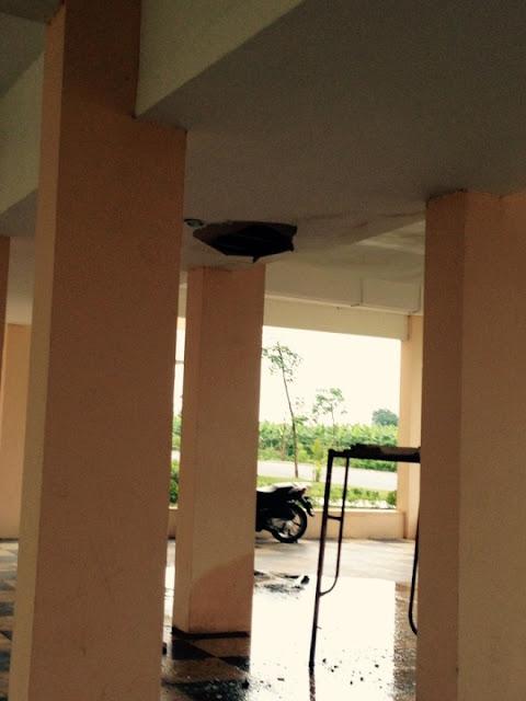 Trần thạch cao rơi xuống tại chung cư đặng xá