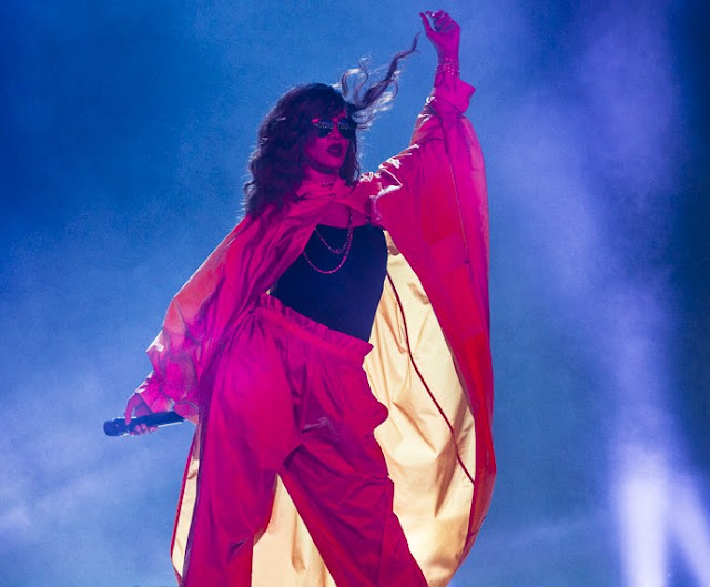 """Rihanna causa com figurino e show """"acelerado"""" no Rock´n Rio neste finde"""