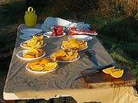 Fruita, galetes i aigua per recuperar forces
