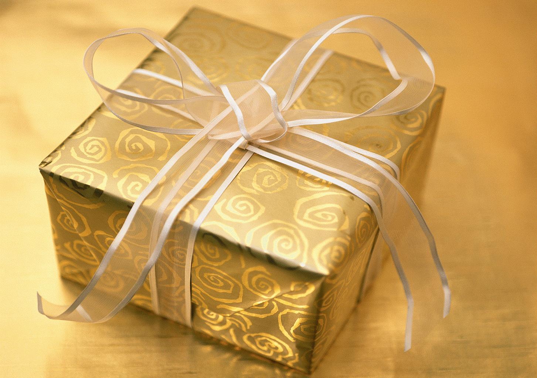 Tips dalam memberikan hadiah kado untuk cewek :