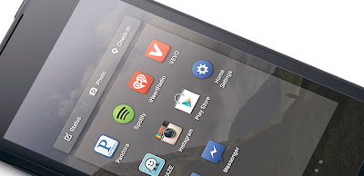 Sobre Facebook Home sabíamos que la aplicación no estaría disponible más que en Estados Unidos, al menos a priori, y que solo sería compatible con un serie de dispositivos de Samsung y HTC. Sin embargo, ya predecíamos que lo más probable es que no tardara demasiado tiempo en aparecer por todo el mundo y con compatibilidad con todos los dispositivos, sino gracias a Facebook, seguro que sí gracias a los ports de la comunidad de desarrolladores. Una muestra de ello es que ya están disponibles los primeros archivos APK con la aplicación, para instalarlos en cualquier dispositivo Android y poder