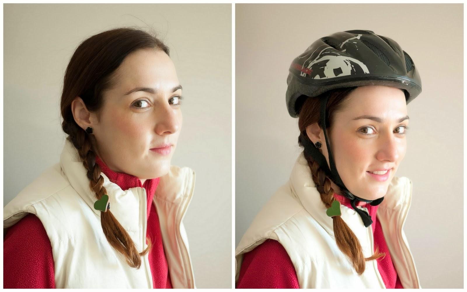 Peinado de trenza a un lado para llevar casco