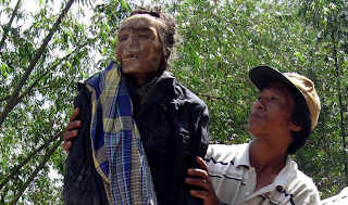 Jasad Esra Lumbaa yang masih utuh, meninggal 11 tahun lalu.