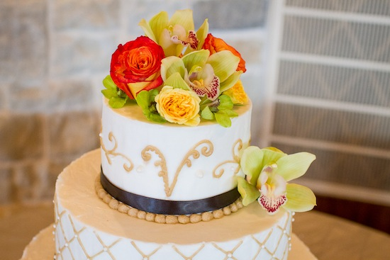 gorgeous cake with fresh flower cake topper
