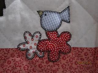 Passarinho - detalhe da capa de máquina de costura - deiapatchwork.blogspot.com