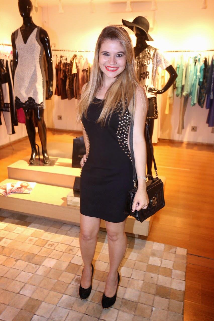 Blogueira de Belo Horizonte - Vestido preto de spikes e bolsa Arezzo