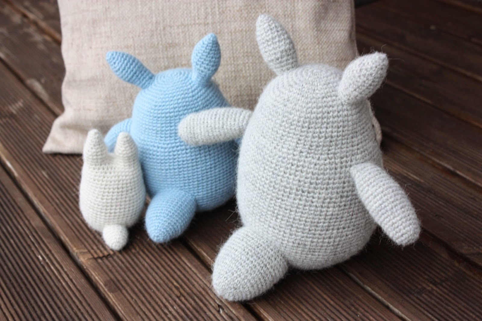 HAPPYAMIGURUMI: Amigurumi Totoros: Grey, Blue and White ...