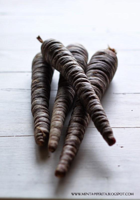 vellutata di patate e ceci alla curcuma con julienne di carote nere