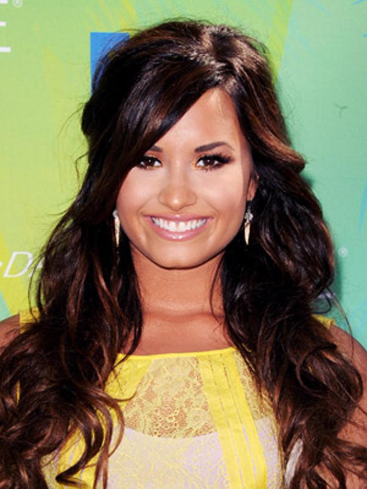 Popular Celebrity Bang Hairstyles 4