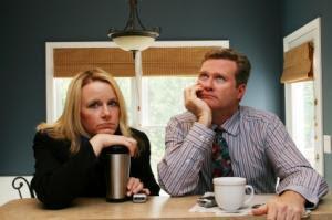صفات وخصال لا يحبها الرجل فى زوجته - زواج فاشل تعيس - رجل حزين يكره امرأة - man hate woman