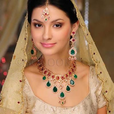 Medium Skin jewelry
