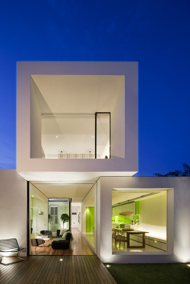 Backyard facade of the Minimal Green Shakin Stevens House