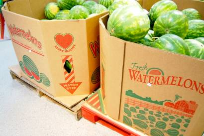 how to choose a watermelon at the grocery store
