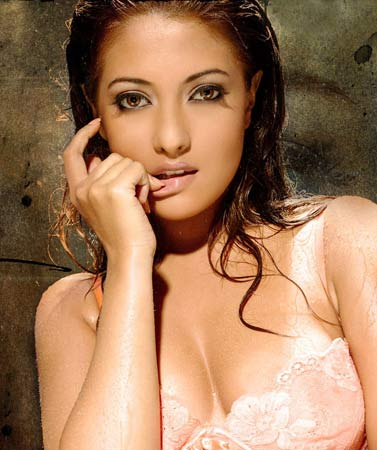 video buzz bollywood actress riya sen home nude video