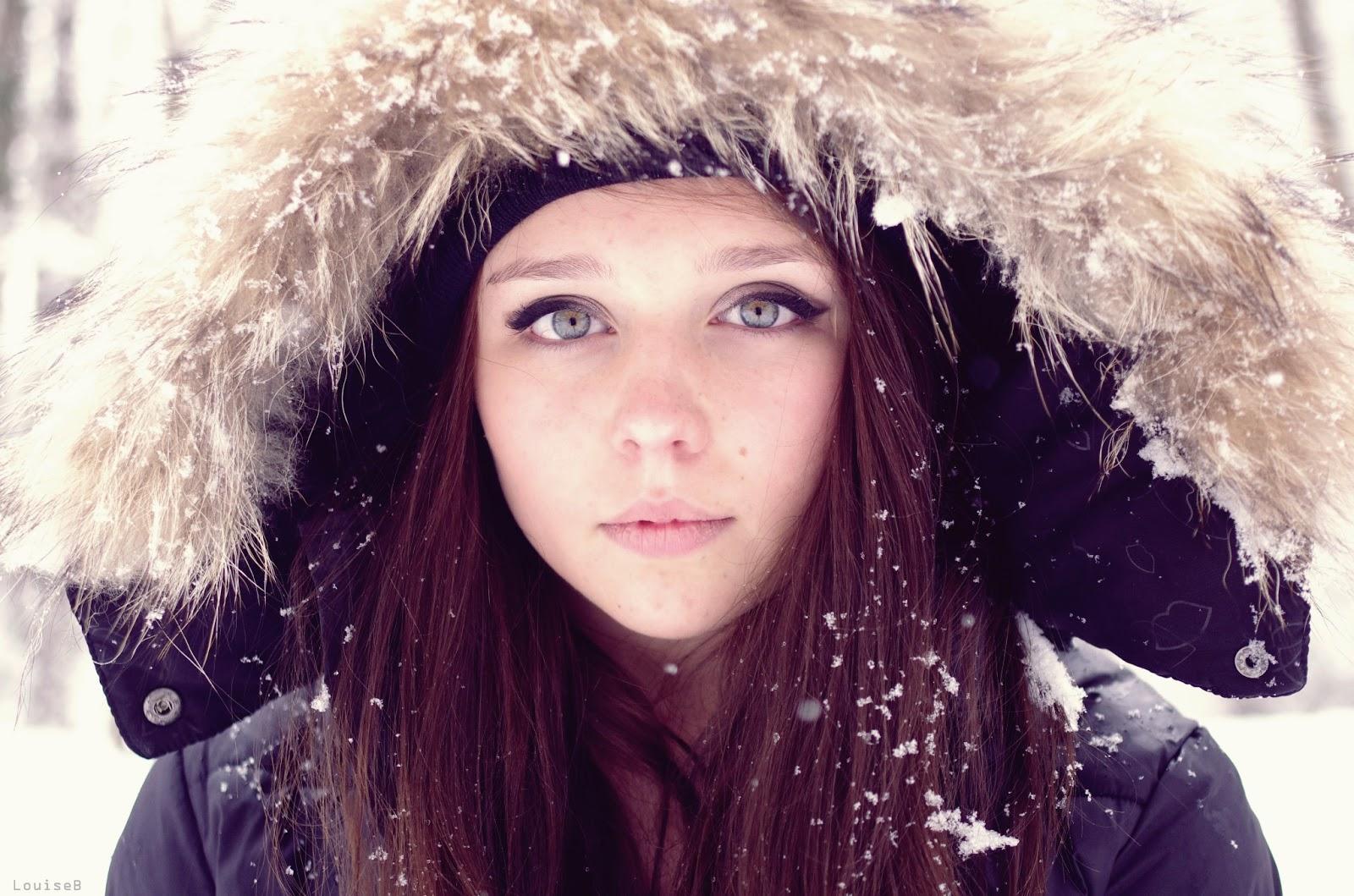 Fille brune au yeux bleu fashion designs - Fille yeux bleu ...