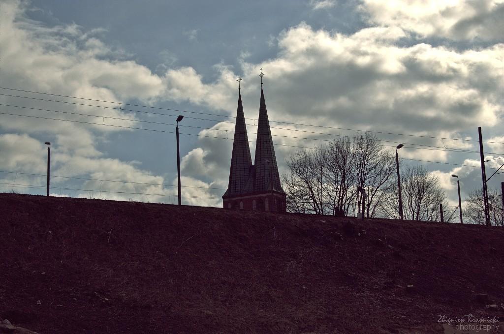 Za torami - kościół garnizonowy i XIX-wieczne mosty nad Łyną