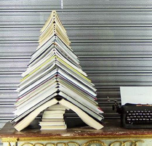 El mundo del reciclaje arboles de navidad con material - Arbol de navidad con libros ...