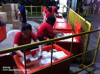 Newton Challenge 2012 - Volunteers preparing the towel