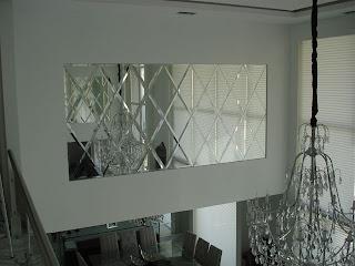 foto espelho bisote de banheiro