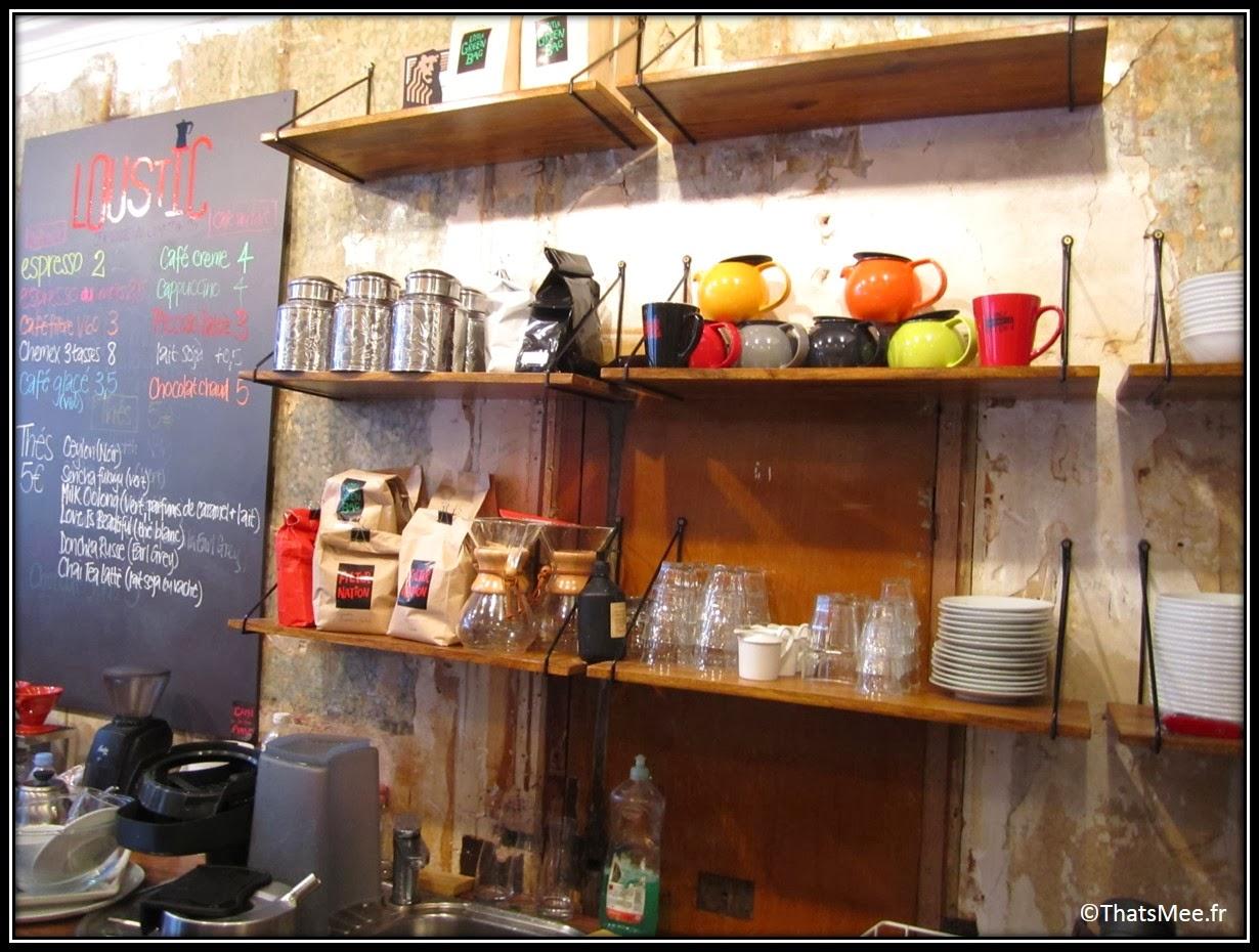 Cafe Loustic coffee shop rue Chapon Paris déco cosy Marais , café enseigne lumineuse vintage, bar
