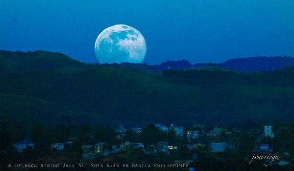 Gambar Blue Moon di Seluruh Dunia