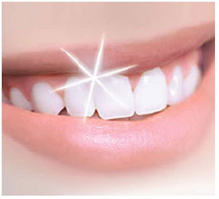 كيف تحصلين على أسنان بيضاء ناصعة كبياض الثلج !!