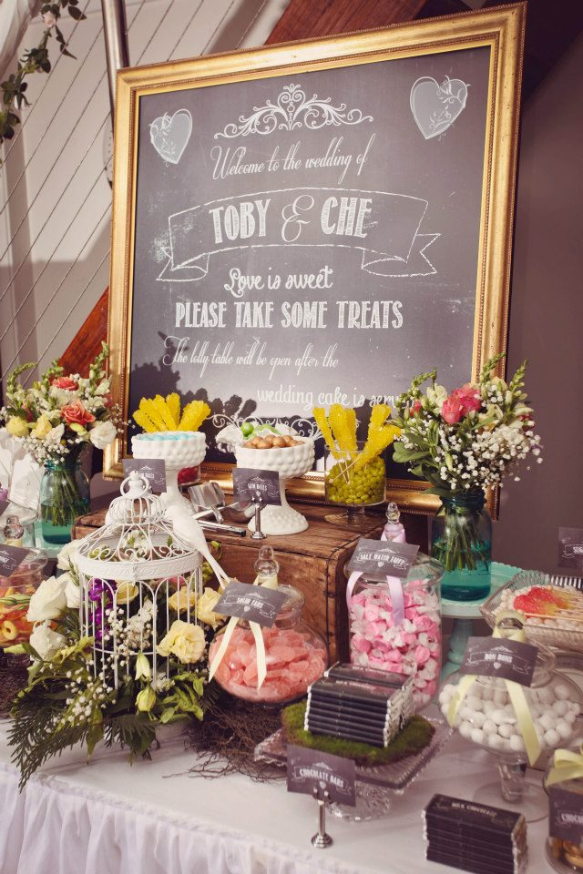 Justine From Sensationally Sweet Events Styled A Vintage Themed Table For The Wedding Of Che And Toby Which Took Place On Saturday 30th March 2013 As Told