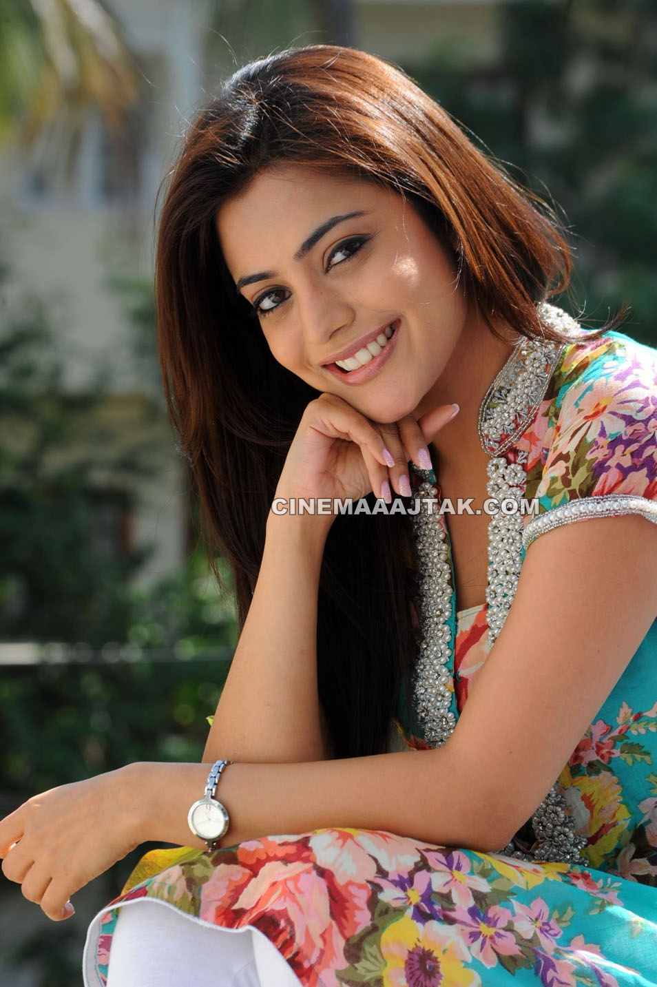 1 - Nisha Agarwal face photo gallery