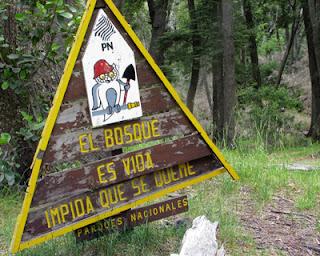 Cartel de Parques Nacionales en el Lago Gutiérrez