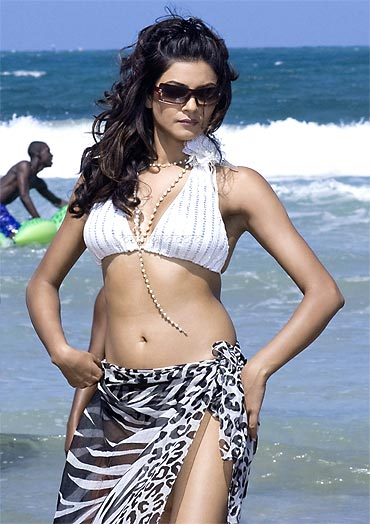 Top Bollywood Fashion Babe Actresses With Hot Looks
